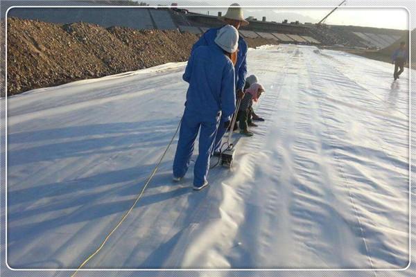 土工膜焊接质量因素由操作程序及器械设置参数决定