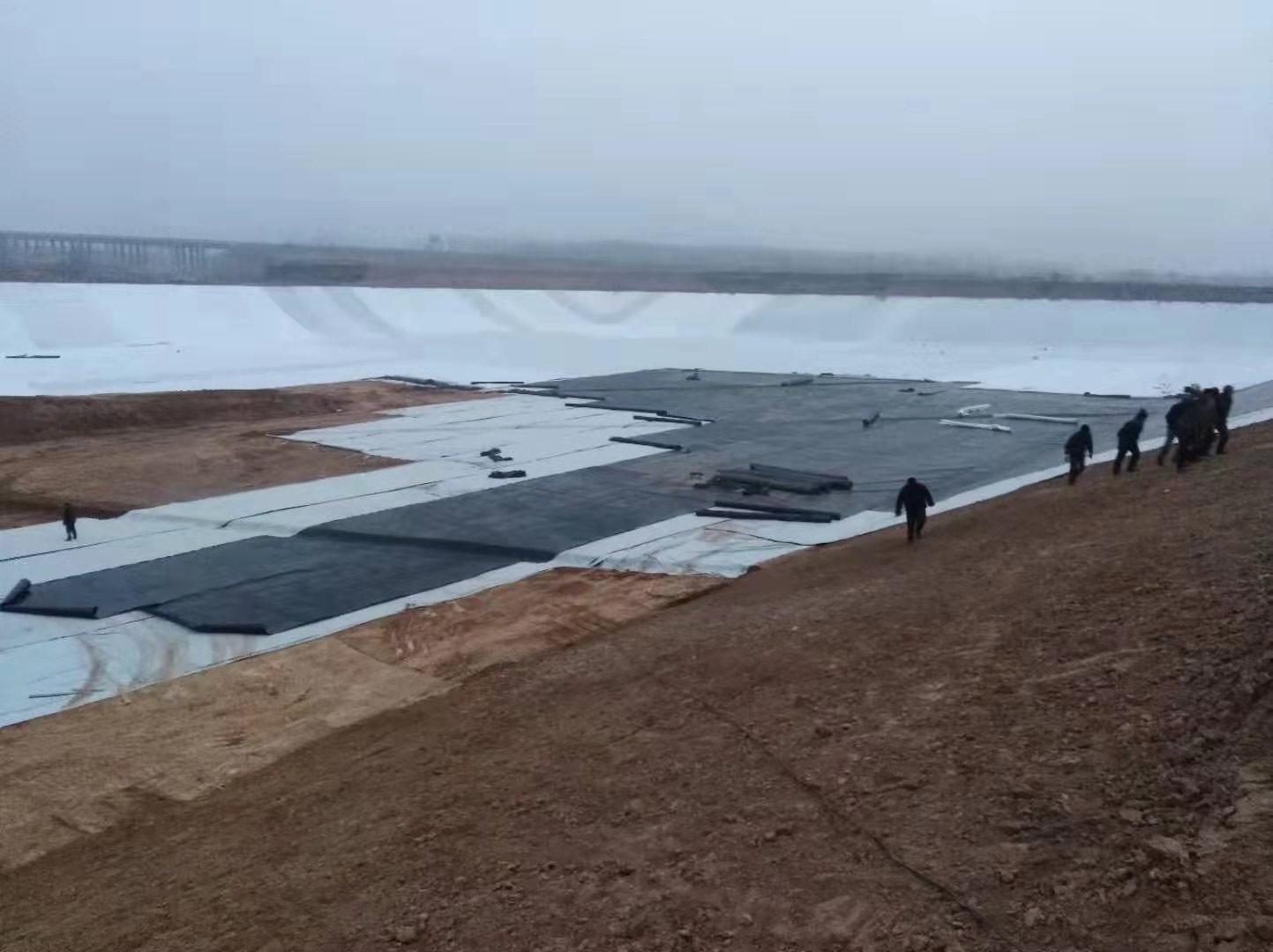 垃圾填埋场进行钠基膨润土(GCL)垫铺设要求