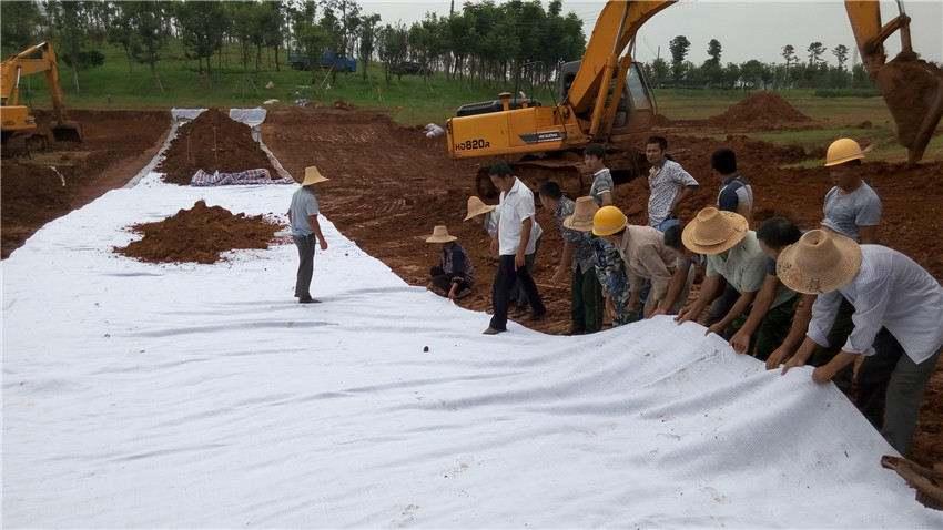 北方人工蓄水池防水毯的施工工艺