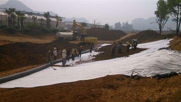 防渗膜垫层在铺设过程中的施工方法