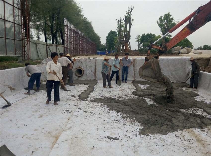 坝坡防滑槽合格铺设复合土工膜具备的条件
