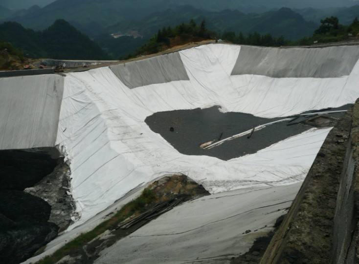 膨润土防水毯可保证景观湖有稳定水源补充