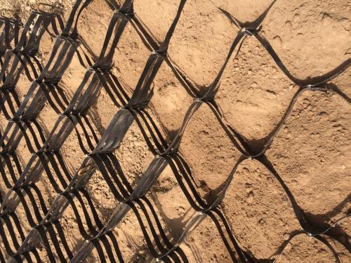 土工格栅+土工格室相互配合技术综合比较