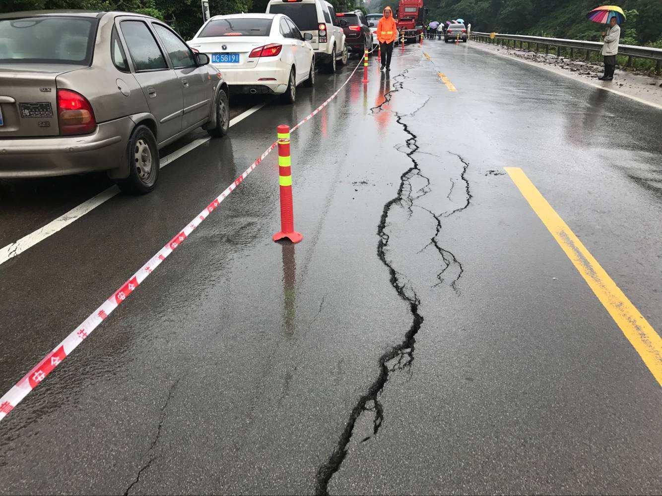 聚酯玻纤土工布可延缓路面裂缝提高使用寿命