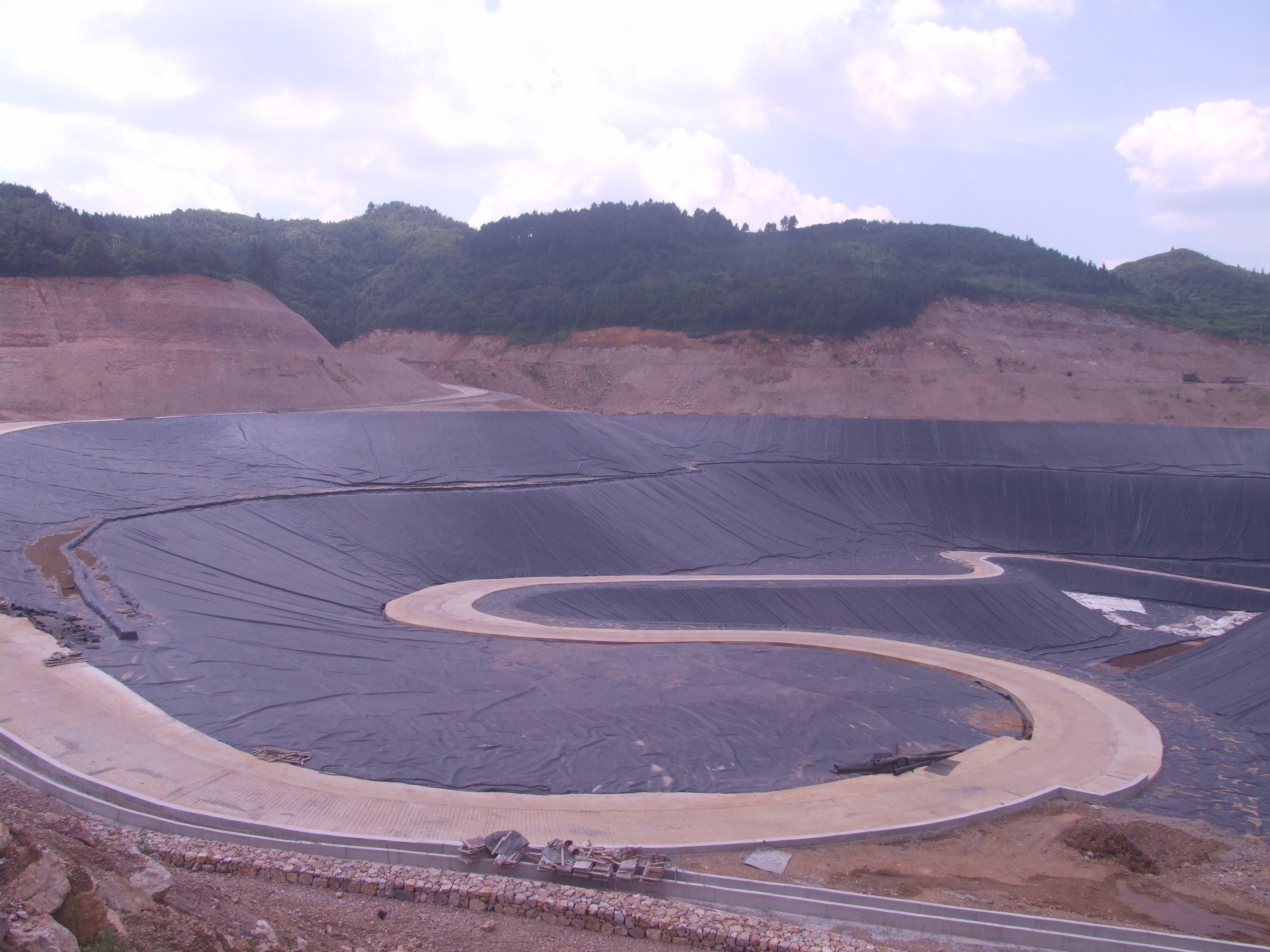 灌浆和铺土工膜都能解决堤身防渗的问题