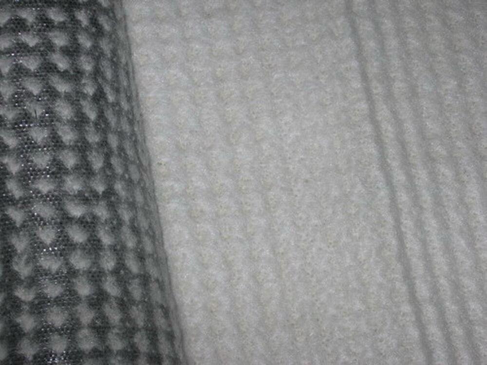 工程防渗材料采用复合土工膜和膨润土防水毯进行比选