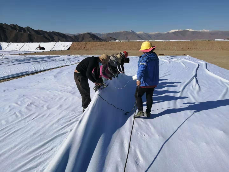 复合土工膜与混凝土搭接时(如桥墩处)处理措施