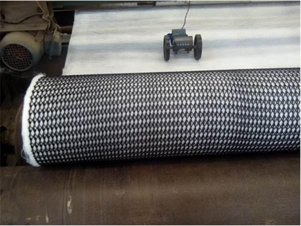 三维复合排水网克服土工布水平排水能力小的特点