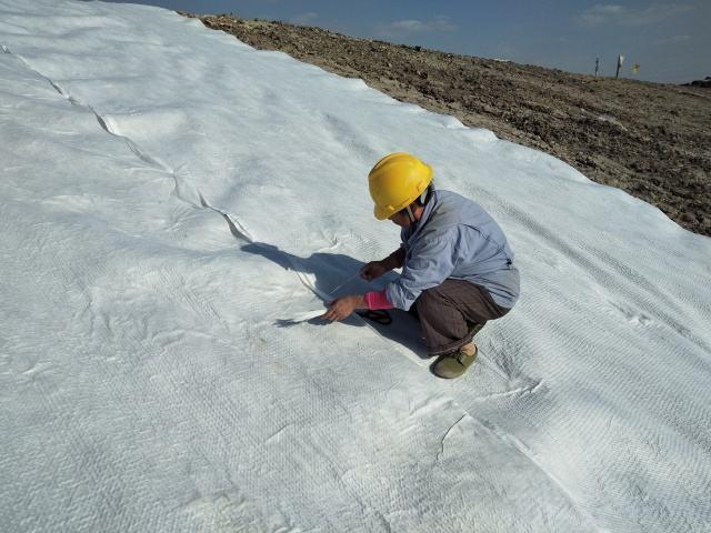 为什么现在围堰大多采用土工膜心墙作为上游围堰的防渗体