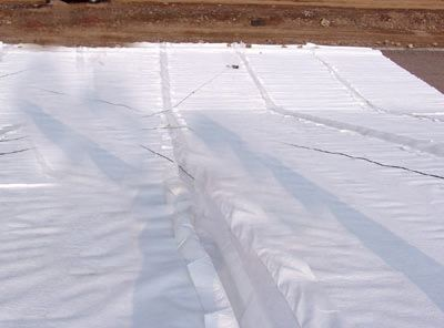 土工材料(如土工膜)可预防尾矿库引起的灾害