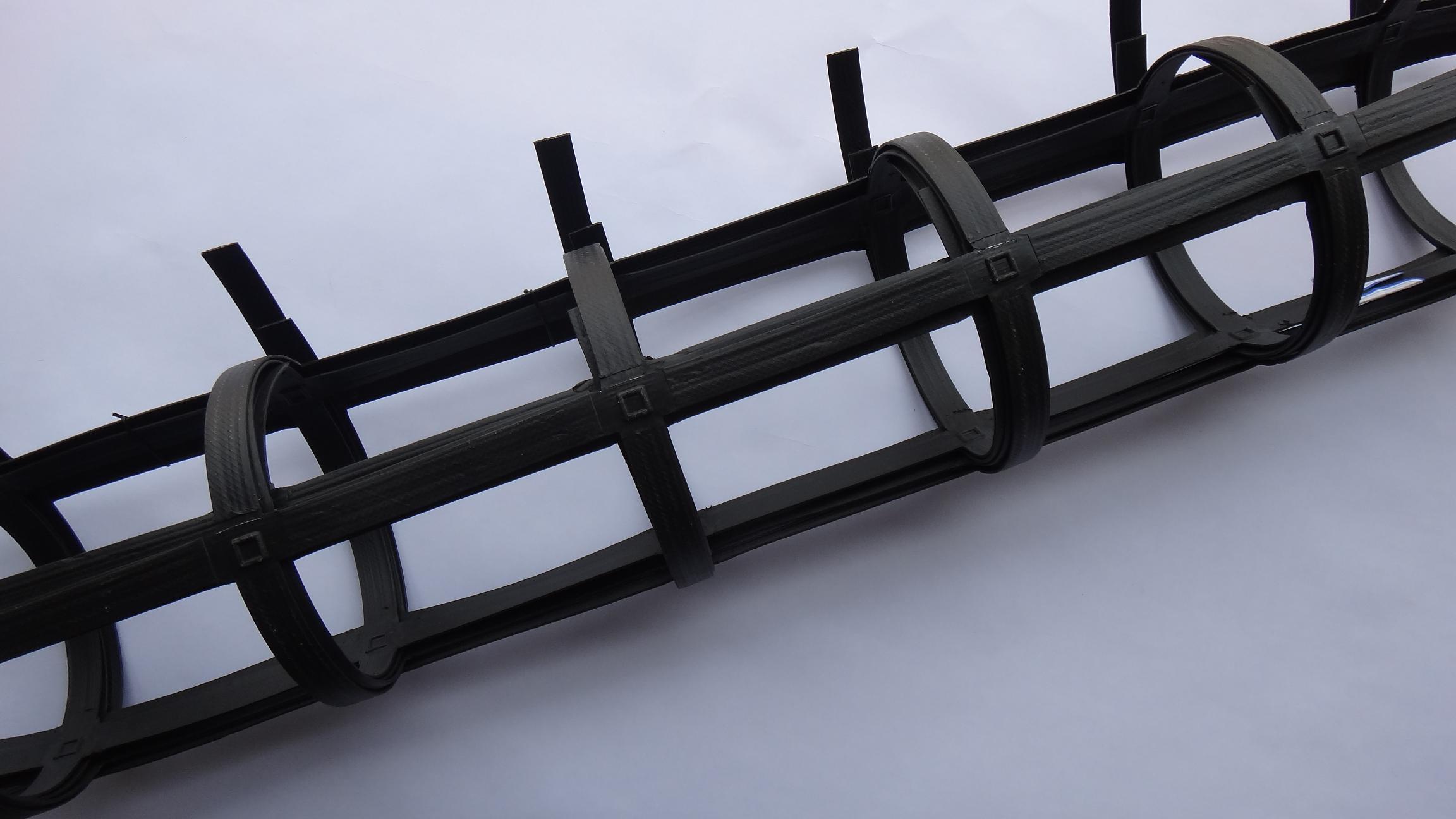 在软弱地基上利用土工合成材料加筋可防止地基沉降